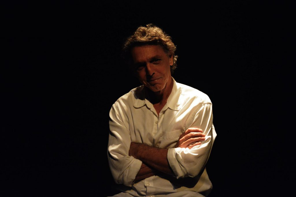 Dos palcos à direção, o talento de Guilherme Leme Garcia