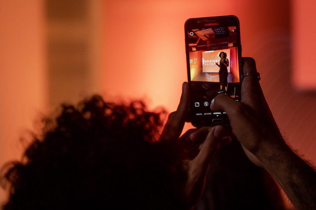 A rede é pra deitar: experiências e reflexões sobre as novas formas de consumo cultural – por Luciana Adão