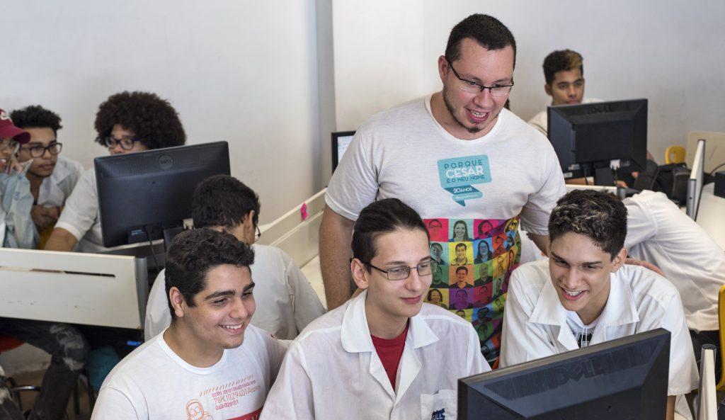 NAVE oferece mentoria gratuita sobre redes sociais para educadores da rede pública de todo o país
